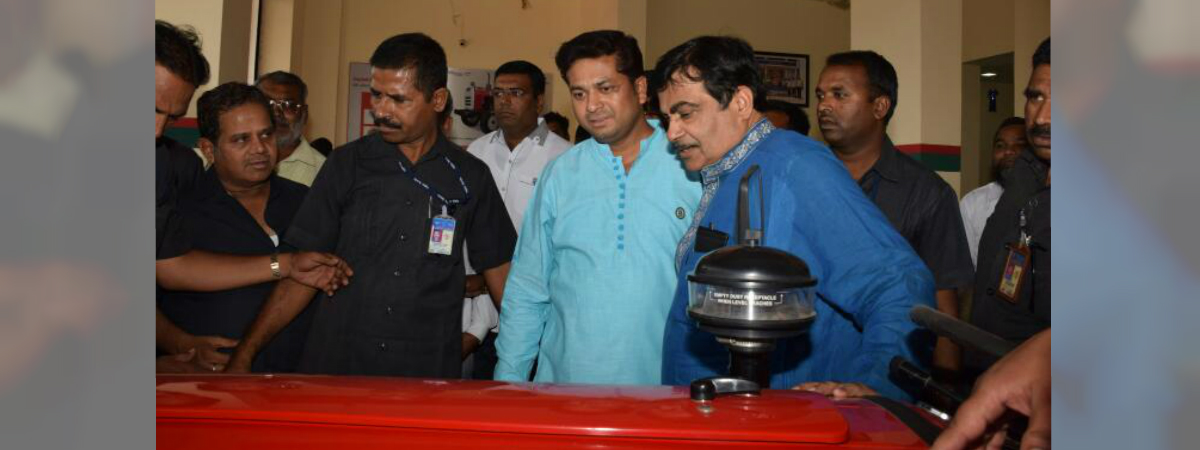 Indian Minister Nitin Gadkari visits TAFE dealership