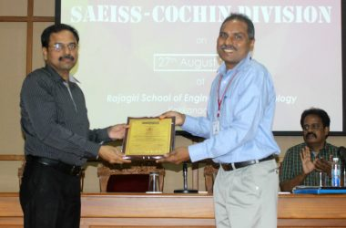 Mr. Sriraman presents memento to SAEISS Cochin Division Secretary